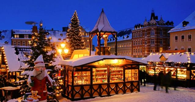 Villaggio Babbo Natale Polo Nord.Arriva Santa Claus I Villaggi Di Natale Colorano La Sicilia Futurapress